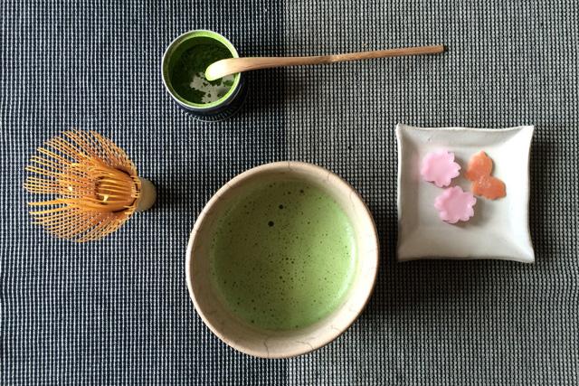 Wie bekommt man Matcha-Tee richtig schaumig?