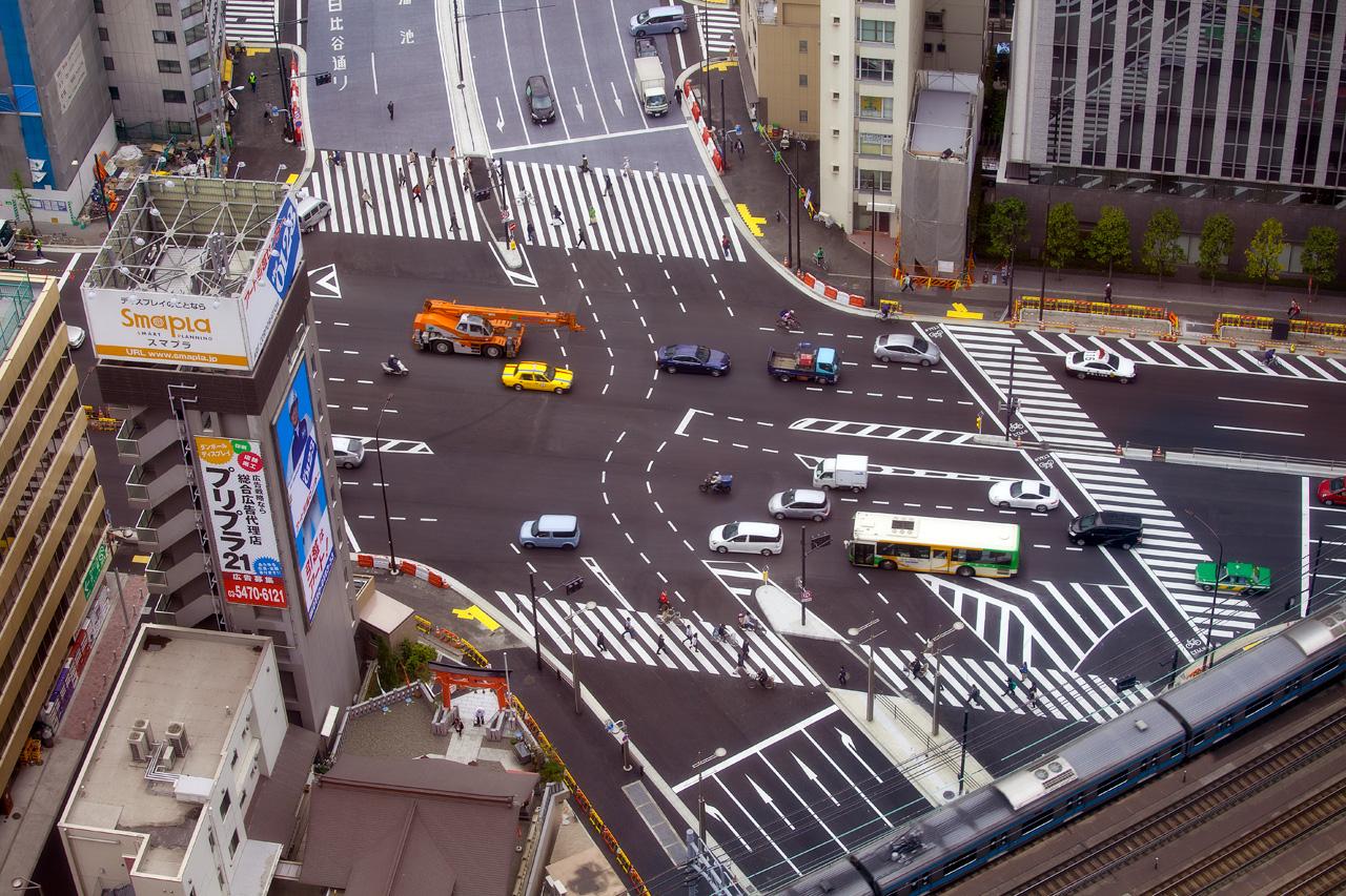 Eine Straßenkreuzung in Tokio, Japan