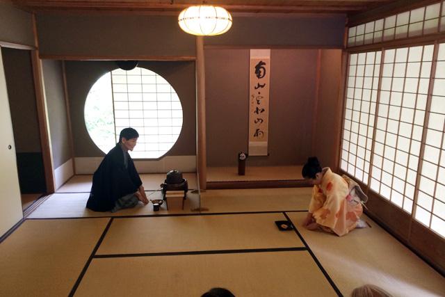 japan-in-muenchen-teehaus-im-englischen-garten-teezeremonie